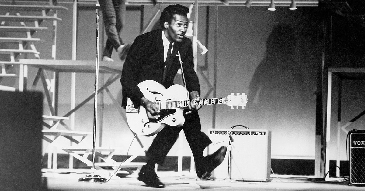 Rock and roll legend Chuck Berry dies